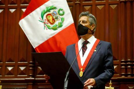 Sagasti assume presidência do Peru