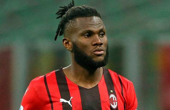 Franck Kessié (24 anos) - Meio-campista do Milan - Valor de Mercado 55 milhões de euros - O PSG tem interesse em contratá-lo.