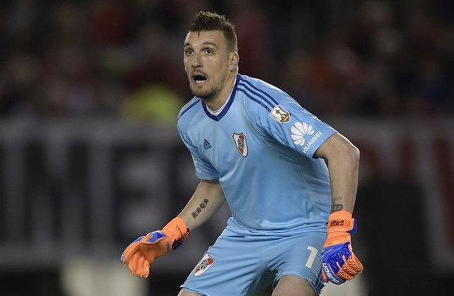 Franco Armani - 34 anos - River Plate - Goleiro: ídolo do River e titular na Copa do Mundo de 2018.
