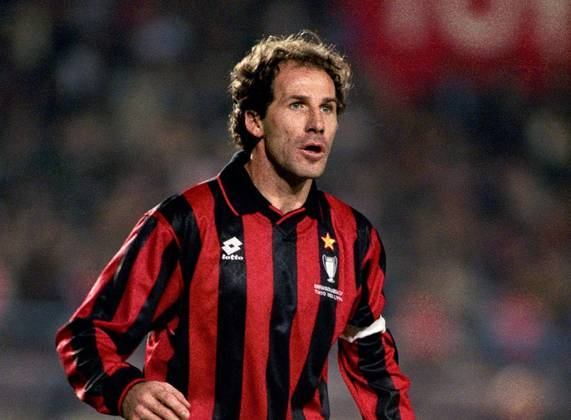 FRANCO BARESI- Com mais de 700 jogos pelo Milan, Baresi conquistou tudo pelo time rossonero e Seleção Italiana. Um dos zagueiros mais técnicos da história do futebol