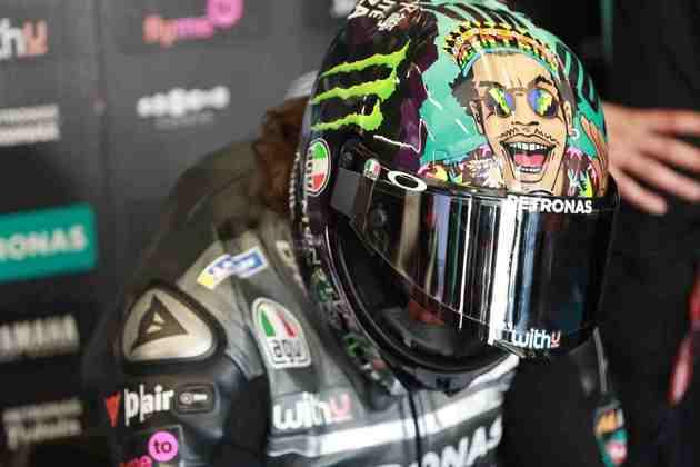 Franco Morbidelli, com seu capacete especial, larga em segundo