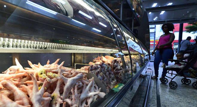 Preço do frango deve continuar caindo no curto prazo