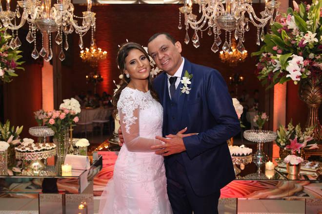Depois dos casório, o casal segue para Fernando de Noronha para a lua de mel