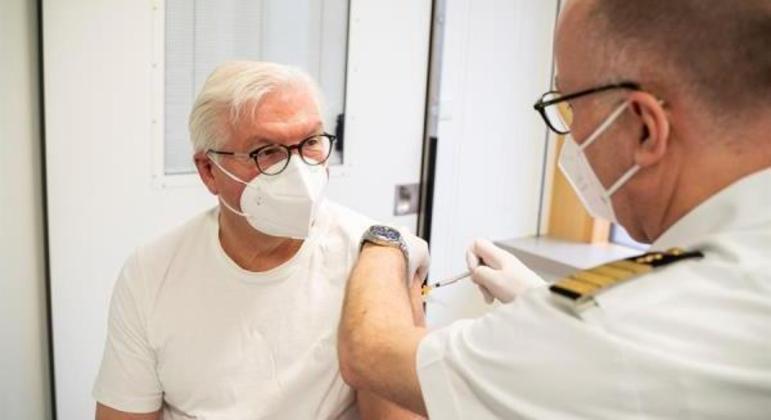 Frank-Walter Steinmeier afirmou confiar em todas as vacinas autorizadas no país