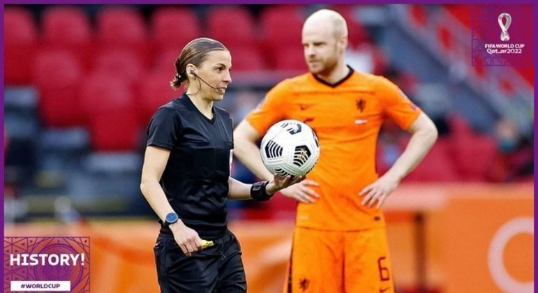História: Stéphanie Frappart, a primeira mulher a apitar um jogo de Copa do Mundo