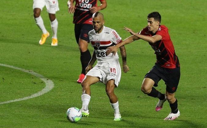 Fratura no antebraço - Em agosto daquele ano, um mês após a eliminação no Paulista, Daniel Alves fraturou o antebraço na partida contra o Athletico-PR, no Brasileirão e se tornou desfalque por