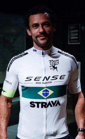 Atacante vai até o Rio de Janeiro de bicicleta