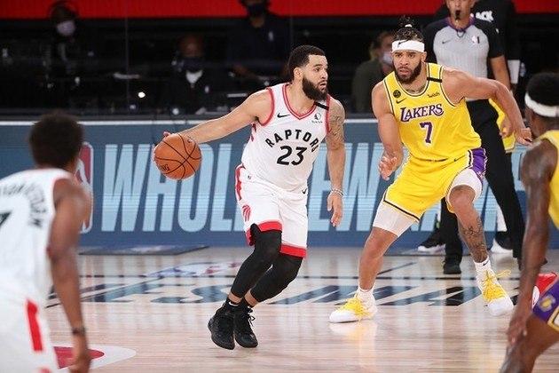 Fred VanVleet (Toronto Raptors) foi muito bem no triunfo sobre o Los Angeles Lakers na noite de sábado. O ala-armador produziu 13 pontos, 11 assistências e cinco rebotes nos 40 minutos que ficou em quadra. Recuperado de lesão, VanVleet começou a partida organizando o ataque, mas deixou o seu melhor para o final, com cestas de três
