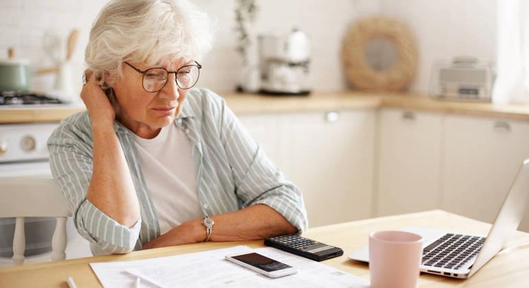 Maior parte dos aposentados e viúvos pediram empréstimo para pagar contas básicas
