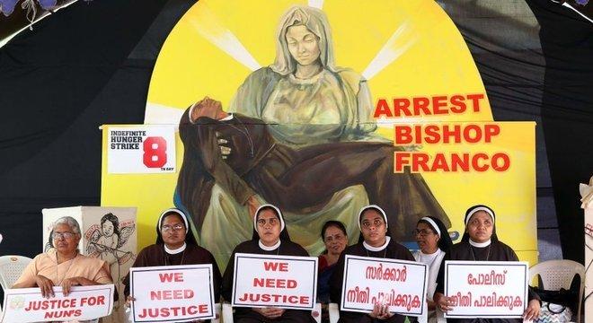 Freiras católicas em Kerala pedem prisão do bispo Franco Mullakal, acusado de estuprar religiosa múltiplas vezes
