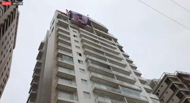 MTST e Frente Povo Sem Medo estenderam bandeira do alto do tríplex