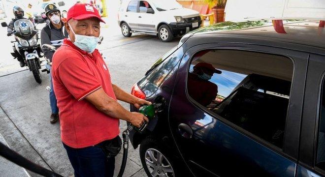 Escassez de combustível é outro elemento que alimenta colapso da economia venezuelana