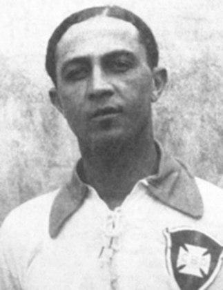 Friedenreich: considerado um dos primeiros goleadores natos do futebol brasileiro, Friedenreich não foi chamado para a Copa de 1930, pois defendia o São Paulo na época e a Federação Paulista não permitiu que seus atletas disputassem a Copa do Mundo daquele ano.
