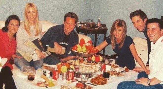Courteney Cox posta foto do elenco de Friends antes de gravação do último episódio