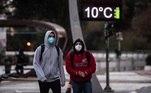 Acidade de São Paulo teve a menor temperatura mínima médiana madrugada desta segunda-feira (30): 6,3ºC. Essa temperatura não era tão baixa desde junho de 2016, de acordo com oInmet (Instituto Nacional de Meteorologia), quando a capital registrou 3,5ºC