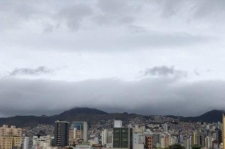 BH amanheceu com céu nublado e baixa temperatura