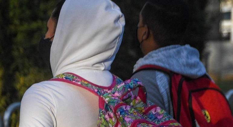 Frio em São Paulo: pais e familiares se preocupam com a situação nas escolas