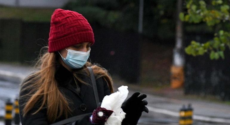 Manter extremidades aquecidas ajuda organismo a reagir ao frio intenso