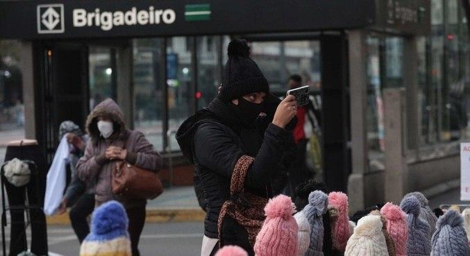 Paulistanos enfrentam dias de temperaturas baixas durante o outono deste ano