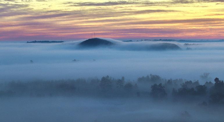 Amanhecer com nevoeiro em Santana do Livramento (RS) na manhã desta sexta-feira (2)