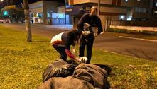 Com frio intenso, Anjos da Madrugada reforçam ajuda humanitária a população de rua