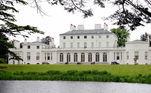 Um mês após o duque e a duquesa de Sussex anunciarem a gravidez, o Kensington Palace revelou a mudança do casal para a Frogmore Cottage, mansãosituada nos jardins do castelo de Windsor