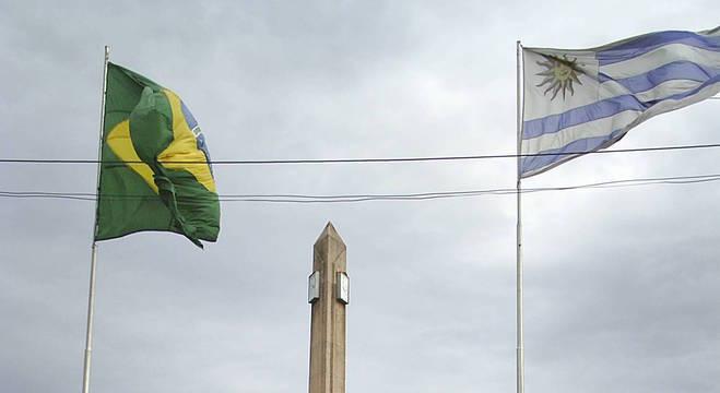 Basta atravessar uma rua ou praça para cruzar a fronteira entre Uruguai e Brasil