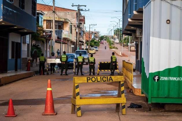 O governo bolivianodecretou o fechamento preventivo de sua fronteira com o Brasil situada emBrasiléia, no Acre, a partir desta sexta-feira (2). A medida valerá por umasemana*Estagiária do R7 sob supervisão de Pablo Marques
