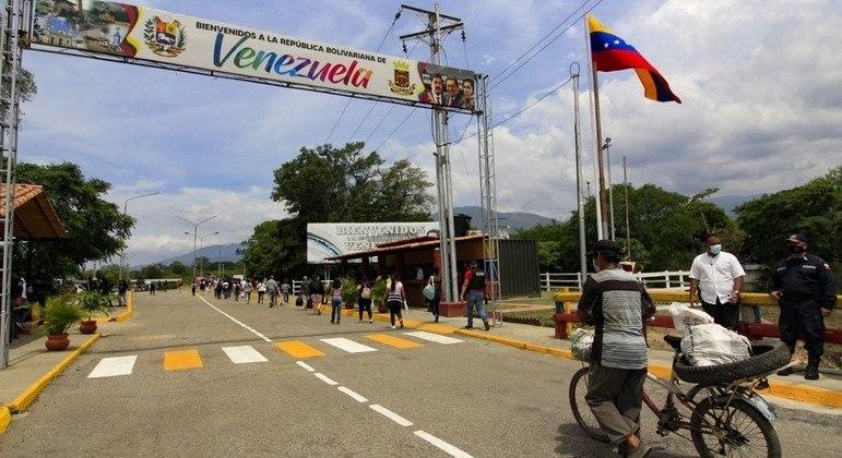 Cerca de 2 mi de venezuelanos deixaram o país em busca de uma vida melhor na Colômbia