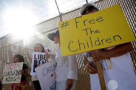 Menores de idade foram separados da família na fronteira