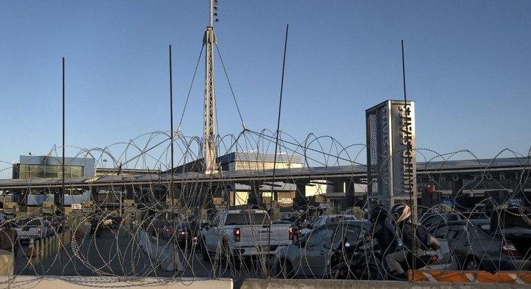 Fronteira terrestre dos EUA com o México será reaberta para viagens 'não essenciais'