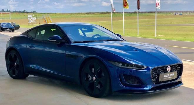 Recém-lançado Jaguar F-Type de R$ 403 mil: só de IPI o esportivo recolhe R$ 141 mil