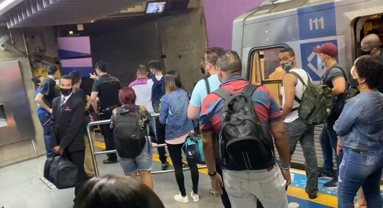 Suspeitos fizeram assalto a mercado e fugiram por trilhos da linha 1 Azul do Metrô de SP