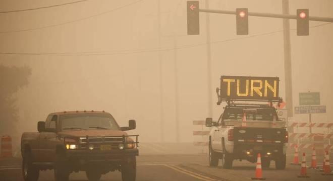 Fumaça de incêndios florestais encobre o céu de Oregon, nos EUA