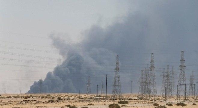 Incêndio na refinaria de Abqaiq causou uma imensa nuvem de fumaça