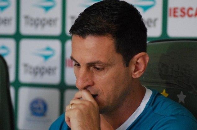 Fumagalli é ex-jogador e ídolo no Guarani - ele vestia a camisa 10 do clube. O ex-meia já vestiu a camisa do Corinthians,