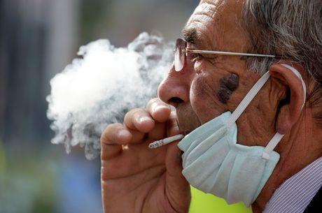 Pesquisa alerta sobre risco da covid-19 para fumantes