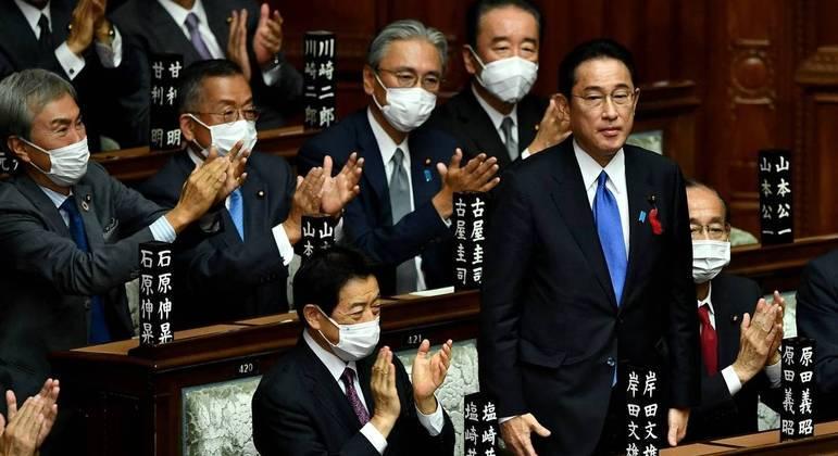 Fumio Kishida é eleito primeiro-ministro do Japão