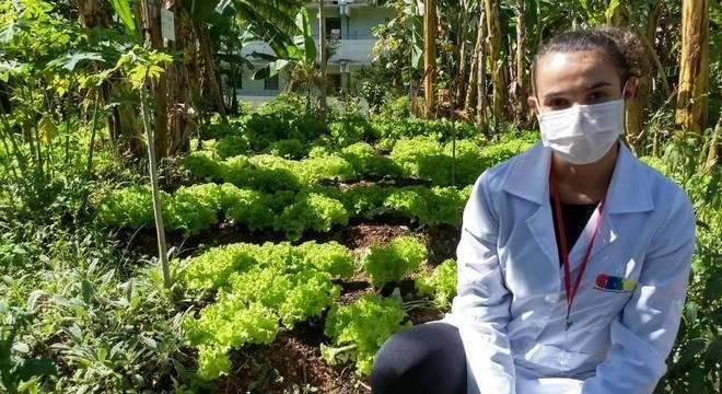 Equipe do Cren, em São Paulo, tem ajudado a ofertar comida orgânica para população em vulnerabilidade se alimentar com qualidade