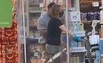 Uma cliente extremamente precavida usou uma gaiola de plástico para fazer compras em um supermercado dos EUA. O flagrante foicompartilhado no TikTokpor uma testemunha da cena inusitada