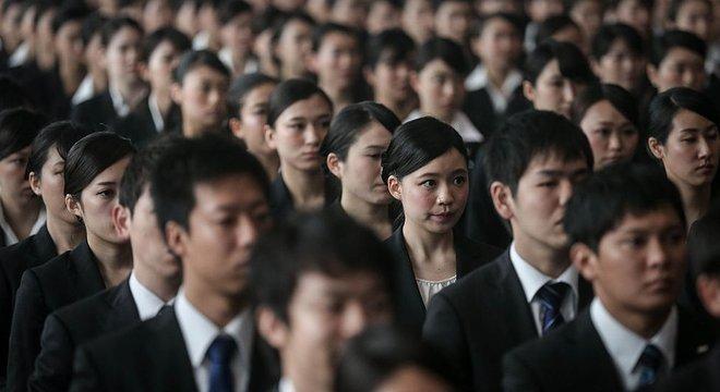 A pressão social e no trabalho pode ser um dos desencadeadores do isolamento social, segundo especialistas