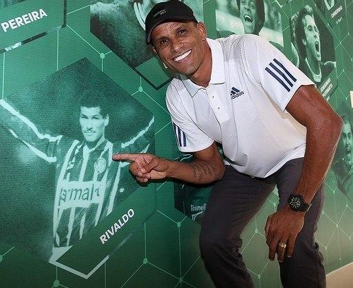 Fundamental no penta em 2002 e eleito o melhor do mundo em 1999, Rivaldo ganhou homenagem do Palmeiras por seu 48º aniversário no domingo. E o LANCE! prova como a passagem do craque pelo Verdão, entre 1994 e 1996, mudou sua carreira.