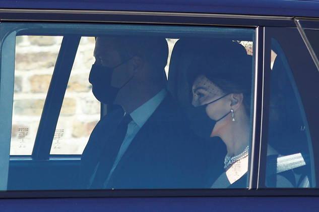 Príncipe William e a mulher, Kate Middleton, chegando à cerimônia