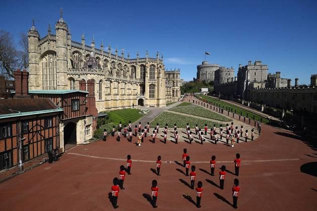 O funeral do marido da rainha Elizabeth 2ª, príncipe Philip, que morreu no dia 9 de abril aos 99 anos, aconteceu neste sábado (17), no Castelo de Windsor, no Reino Unido