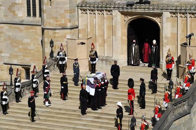 Caixão chegando à Capela de São Jorge, onde aconteceu a cerimônia de despedida