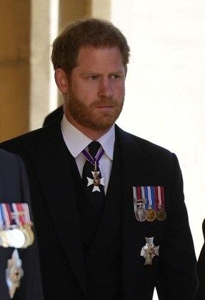Príncipe Harry também compareceu para se despedir do avô, porém, sem a presença da esposa, Meghan Markle