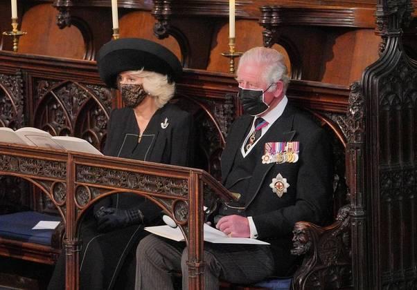 O príncipe Charles e a esposa, Camilla, duquesa da Cornualha, comparecem ao funeral de Philip