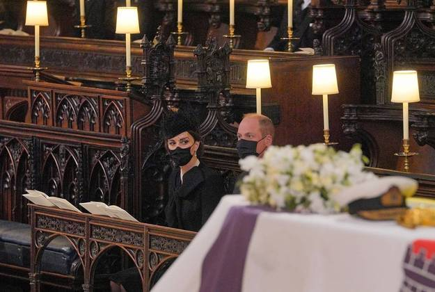 O príncipe William e a mulher, Kate Middleton, também estavam entre os convidados restritos