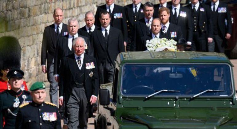 Funcionários contemplados por Philip fizeram parte do cortejo em seu funeral