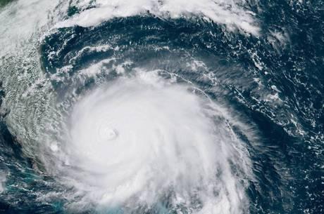 Viajante tem direito de remarcar ou cancelar voos para fugir de furacão